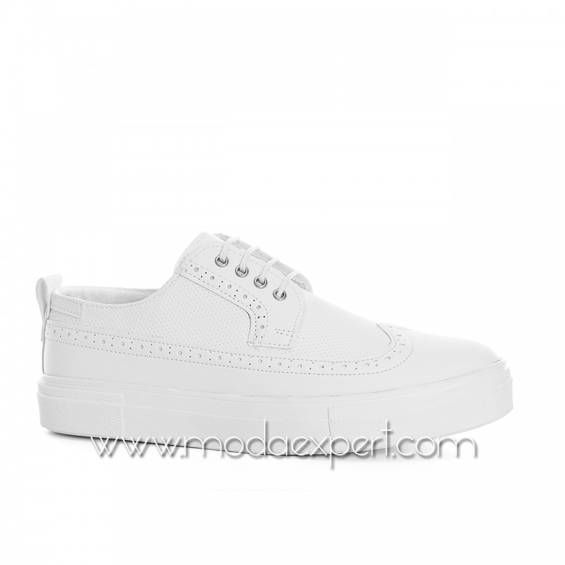 Бели спортно-елегантни обувки №408-W